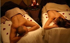 relaxing couples massage